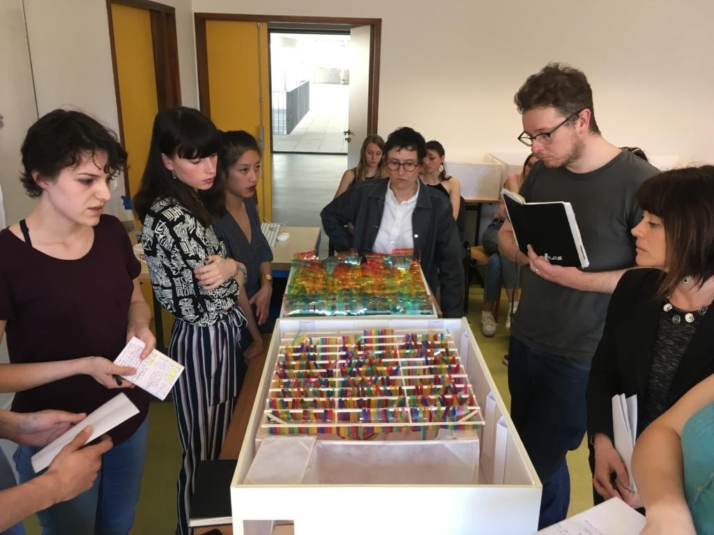 Quand des étudiants en design transforment un studio en bivouac
