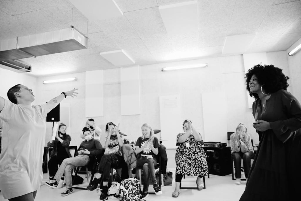 """""""Nous, rappeuses"""" : un documentaire sonore sur le Summer Camp, stage de création rap en non-mixité"""
